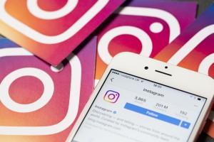 Logo Instagram plus smartphone